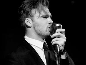 Chris sings swing 8